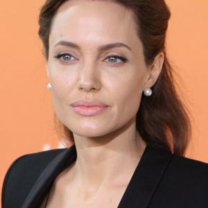 T4 Angelina Jolie